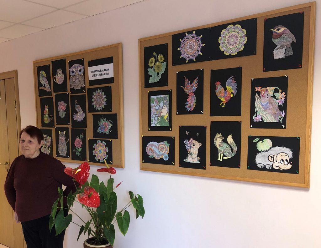 """Rugsėjo mėnesį Šventos socialinės globos namuose eksponuojama gyventojos Donatos Balaban kūrybos darbelių paroda """"Mano pasaulis"""""""